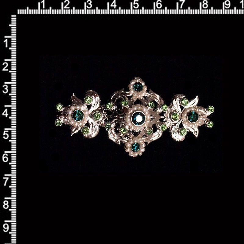 Broche 206, perla natural, esmeralda-peridot, rodio.