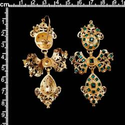Pendientes 265, gitanillas, esmeralda, oro.