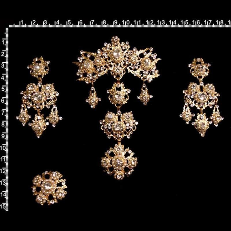 Aderezo de valenciana 977, cristal, oro.