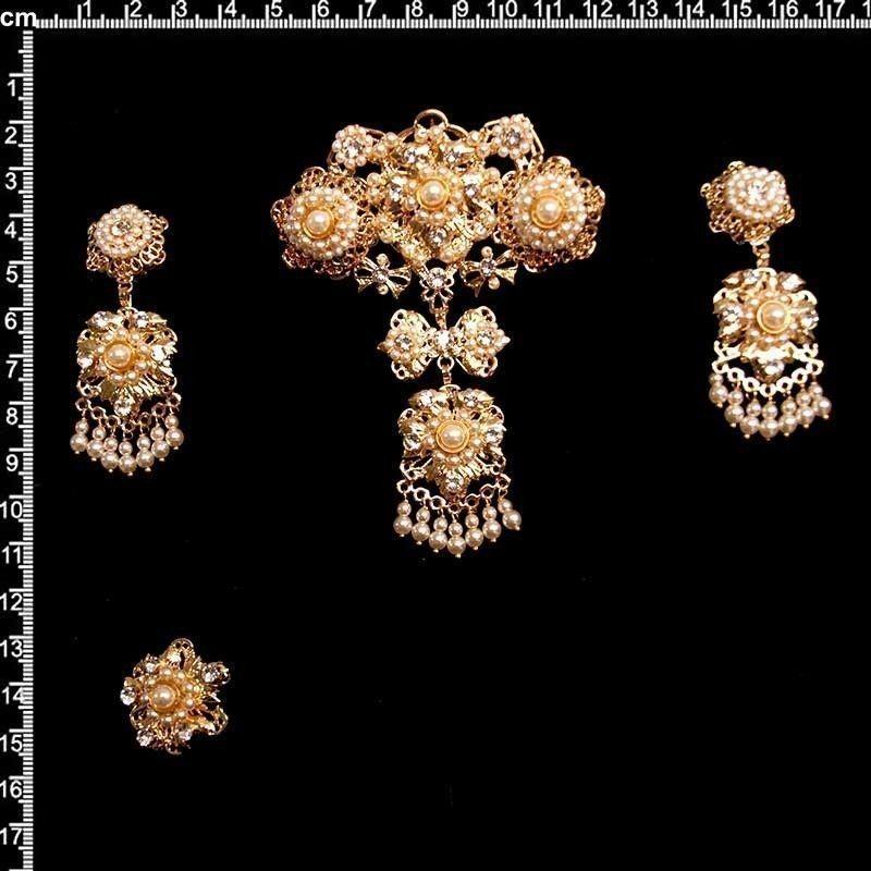 Aderezo de valenciana 9804, perla, oro.