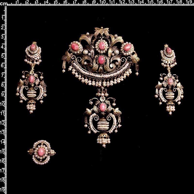 Aderezo de valenciana, 702, perla natural, rodocrosita, latón óxido.