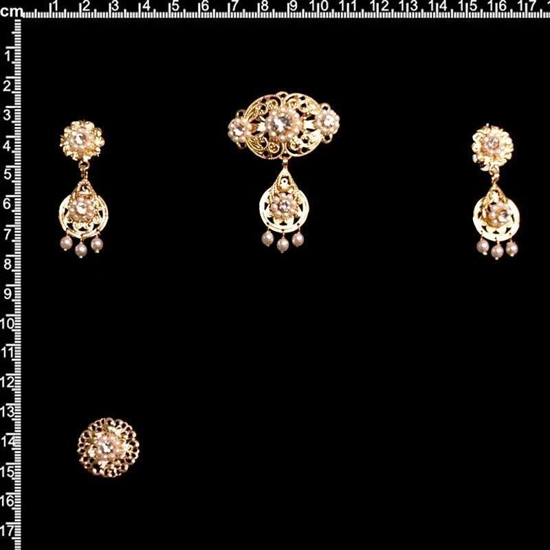 Aderezo de valenciana 2001, cristal, oro.