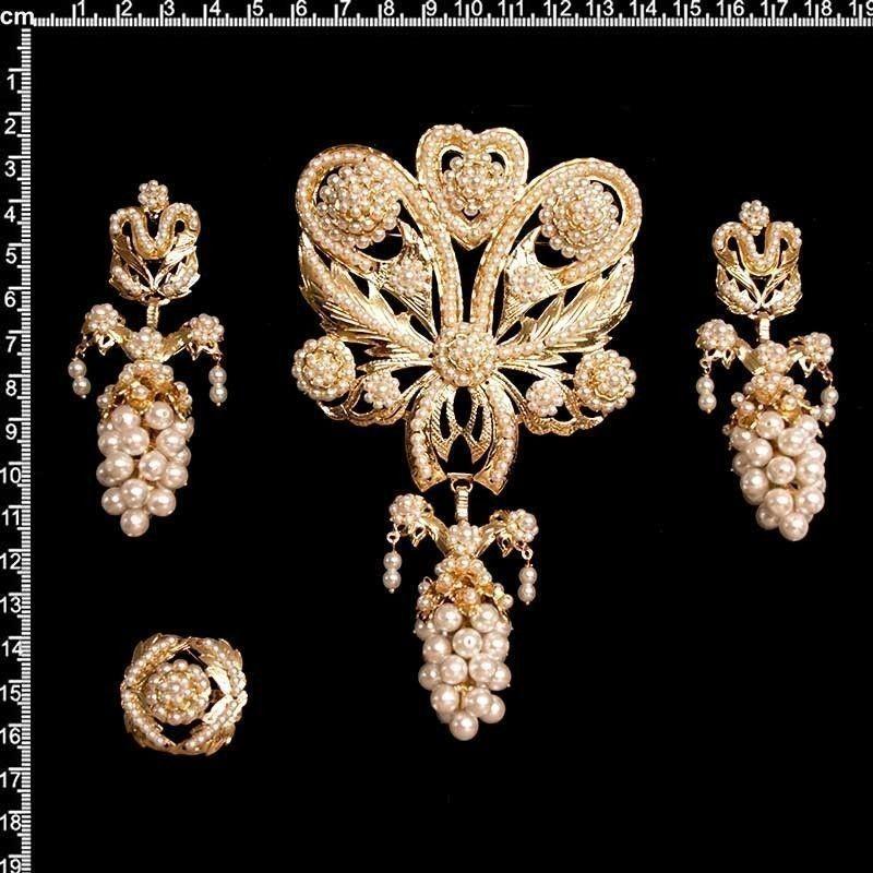 Aderezo de valenciana, 926, perla imitación, oro.