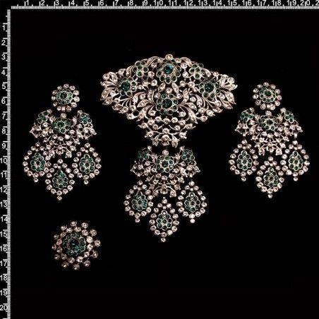 Aderezo de valenciana 246, esmeralda, plata óxido.
