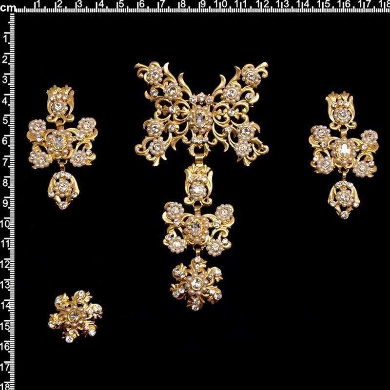 Aderezo de valenciana 124, cristal, oro.