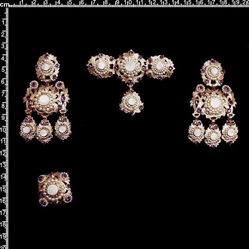 Aderezo de valenciana 255, nácar, amatista, oro rosa. Perla natural.