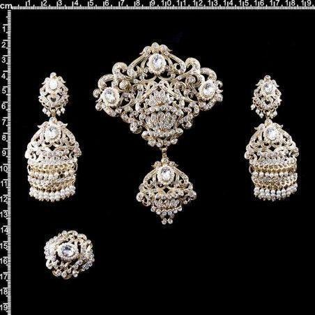 Aderezo 241, cristal, perla natural, oro.