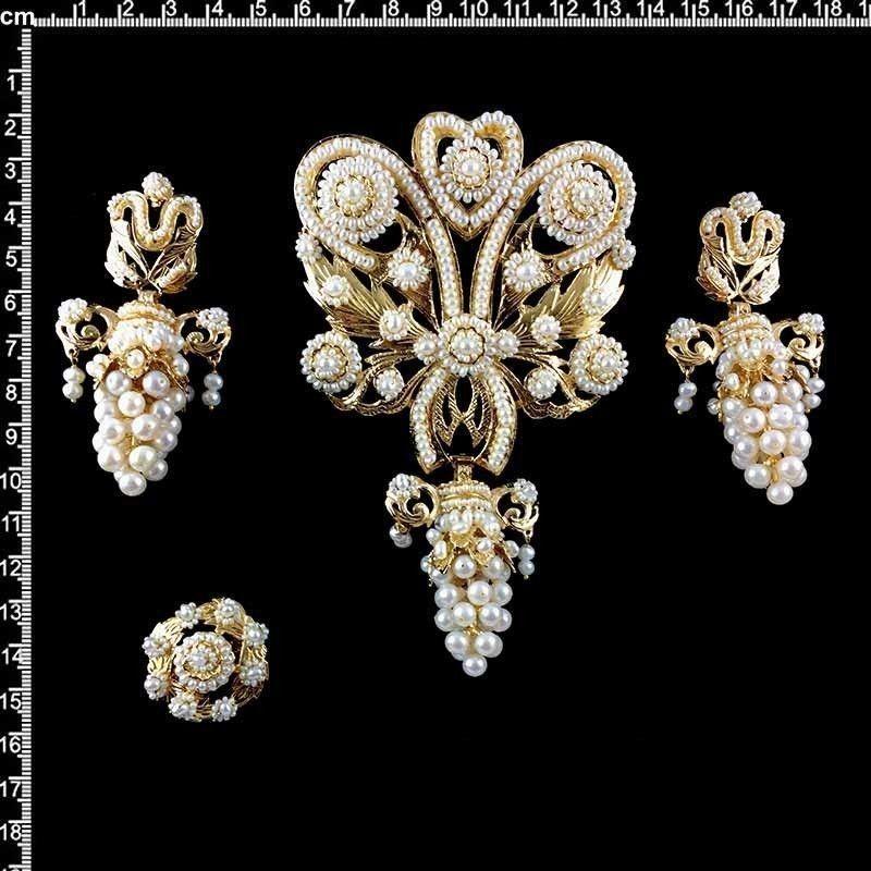 Aderezo de racimo, 926, perla natural, oro.