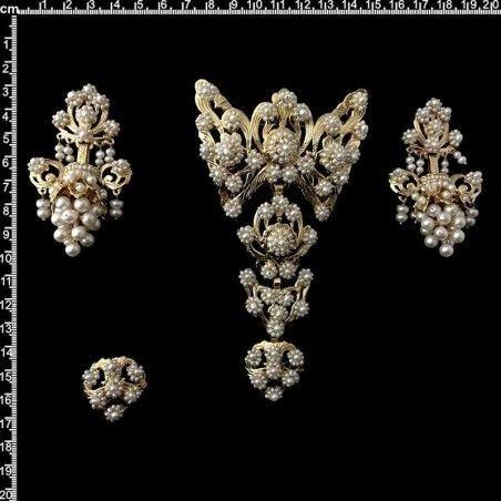 Aderezo de valenciana 945, perla natural, oro chapado.