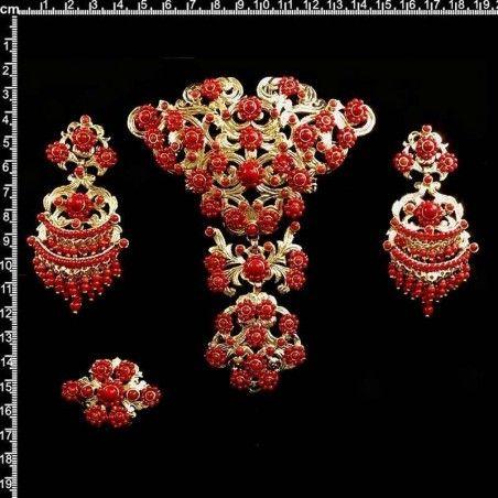 Aderezo de valenciana 253, coral teñido, oro.