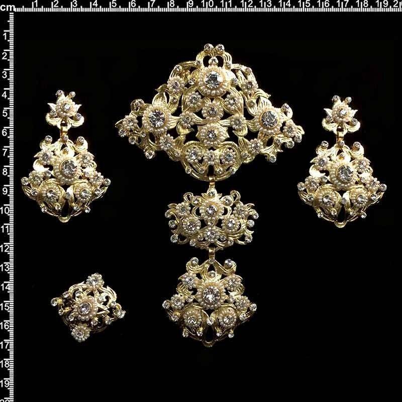 Aderezo de valenciana 208, perla natural, cristal, oro.